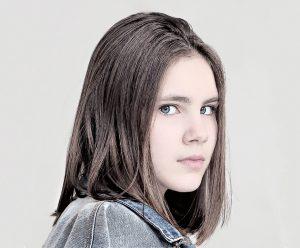 young-girl-2143037_960_720