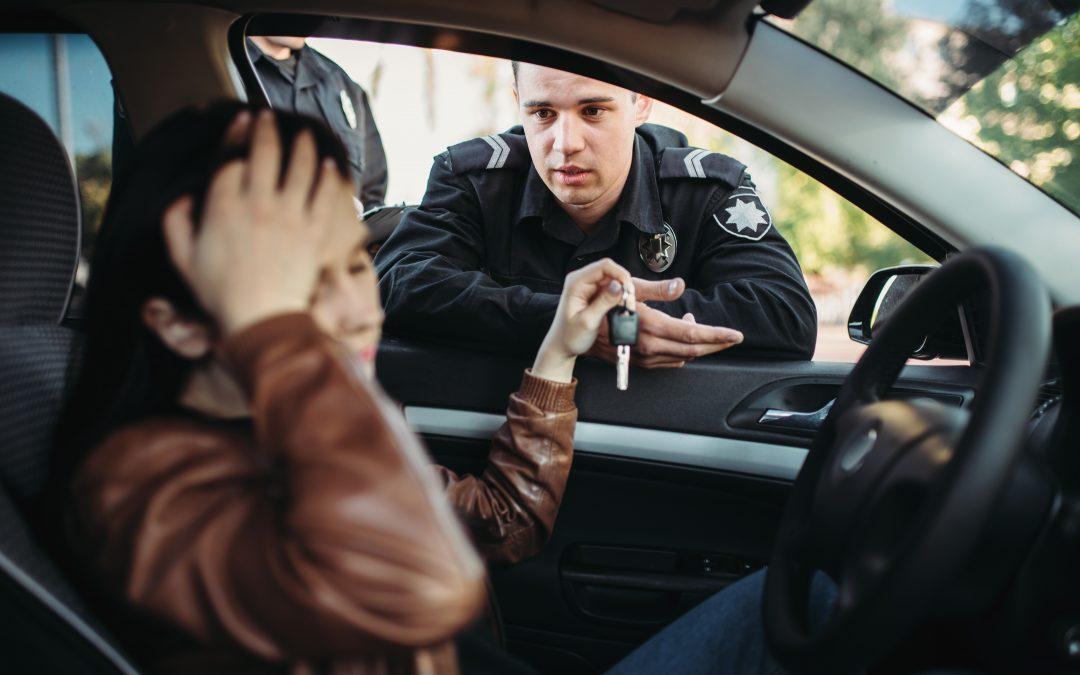¿Cómo puedo librarme de pagar una multa de tráfico?